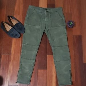Womens olive green stretchy bdg Jean's sz 28